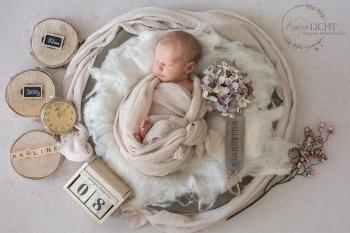 Liebevoll inszenierte Vintagefotografie für Newborns und Babys von Melanie Scheller