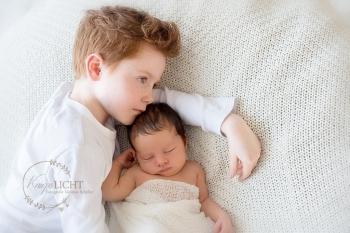 Geschwisterbilder im Rahmen des Newbornshootings