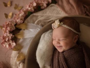 Neugeborenenshooting und Babyfotos mit tollen Emotionen