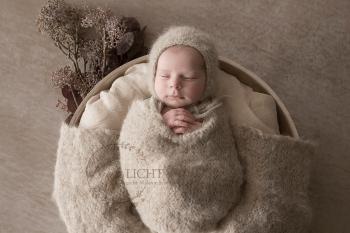 natürliche Babyfotos in hellen Farben