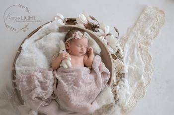 Babyfotos im Atelier für Kunden aus dem Raum Nürnberg, Fürth, Schwabach, Erlangen, Feucht, Lauf, Neumarkt, Forchheim